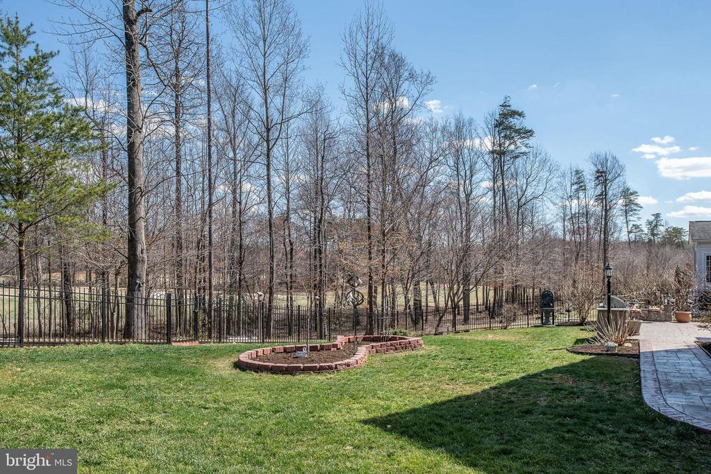 Treeline view in your new backyard. - 3 GRISTMILL DR, STAFFORD