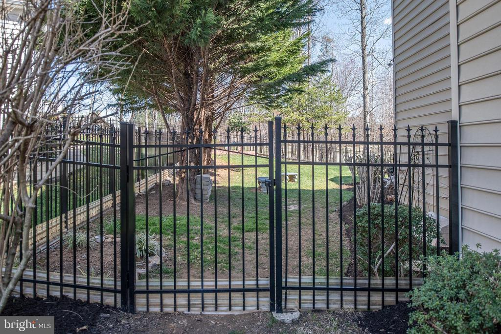 Maintenance free aluminum fencing in the backyard. - 3 GRISTMILL DR, STAFFORD