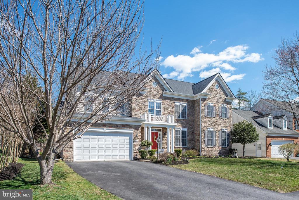 Great curb appeal,Pre wired security & 3 cameras. - 3 GRISTMILL DR, STAFFORD