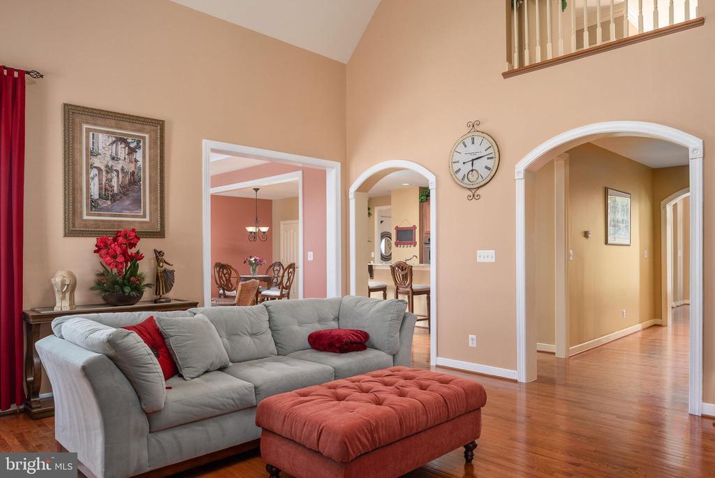 Arched doorways & hardwood floors added elegance. - 3 GRISTMILL DR, STAFFORD