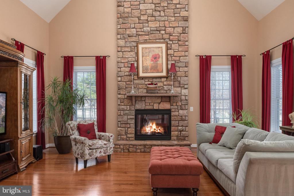 Could you fall in love with this room? - 3 GRISTMILL DR, STAFFORD