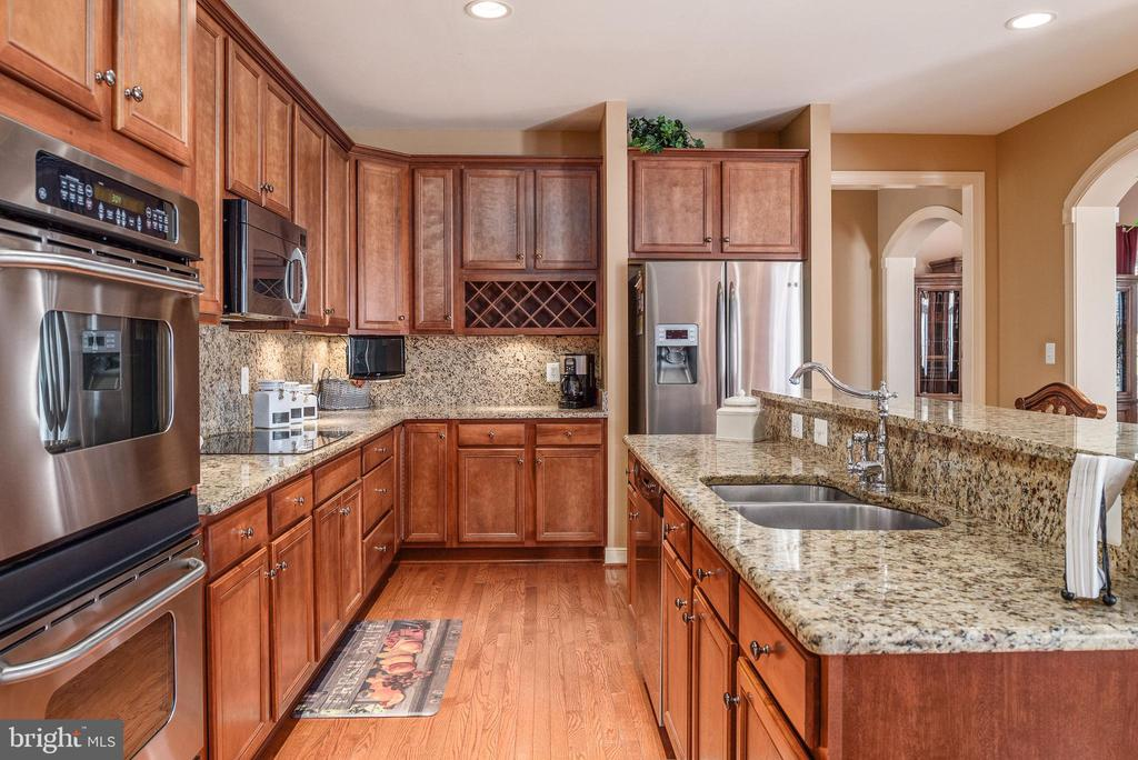 Cherry cabinets,cooktop, wine rack -dream kitchen - 3 GRISTMILL DR, STAFFORD