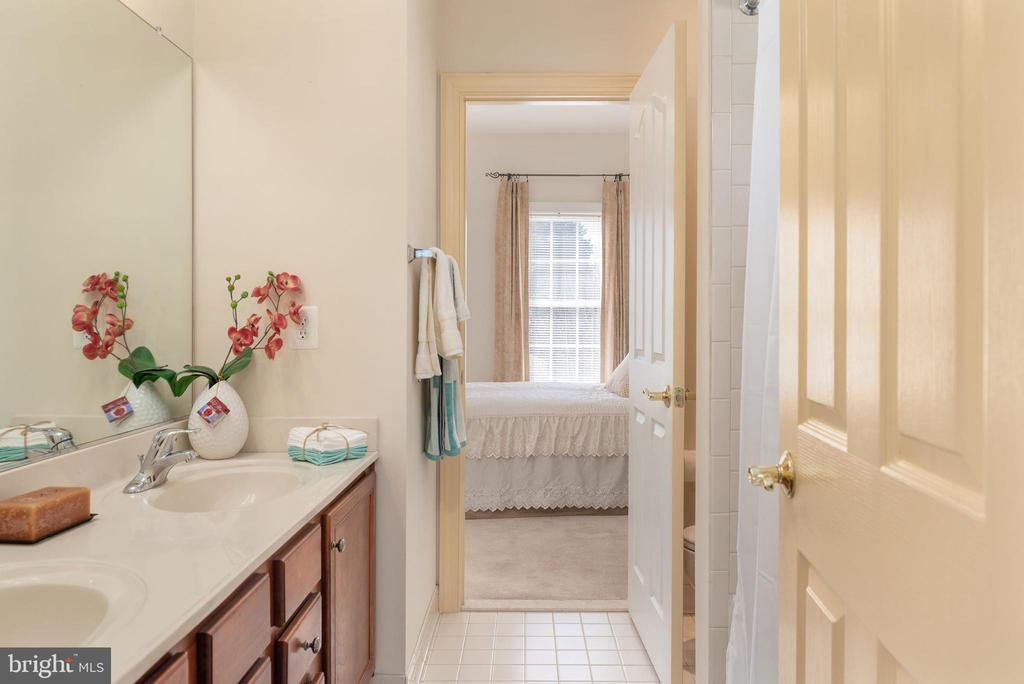 Jack and Jill bathroom double vanity. - 3 GRISTMILL DR, STAFFORD