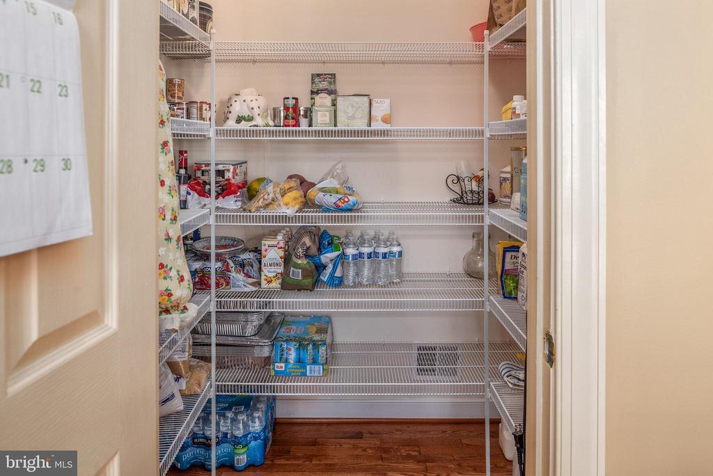 Get organized in this walk in pantry closet - 3 GRISTMILL DR, STAFFORD