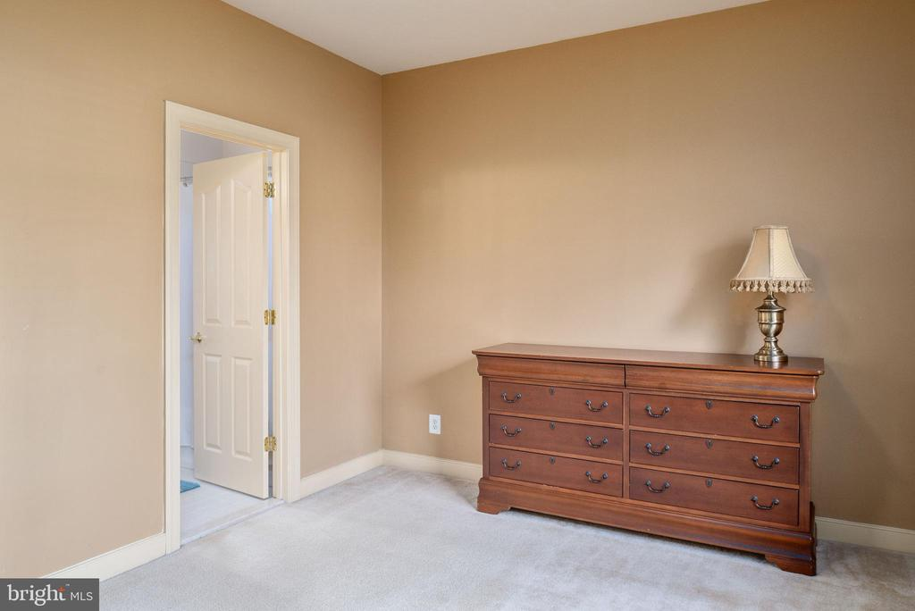 Bedroom 2, all bedrooms have center lighting. - 3 GRISTMILL DR, STAFFORD
