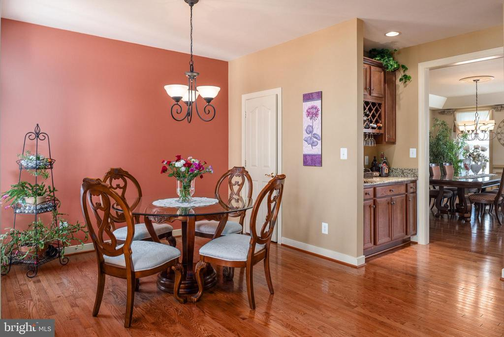 Kitchen w/ butler's pantry & large closet pantry - 3 GRISTMILL DR, STAFFORD