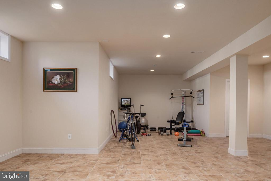 Basement recessed lighting adds to the ambiance - 3 GRISTMILL DR, STAFFORD