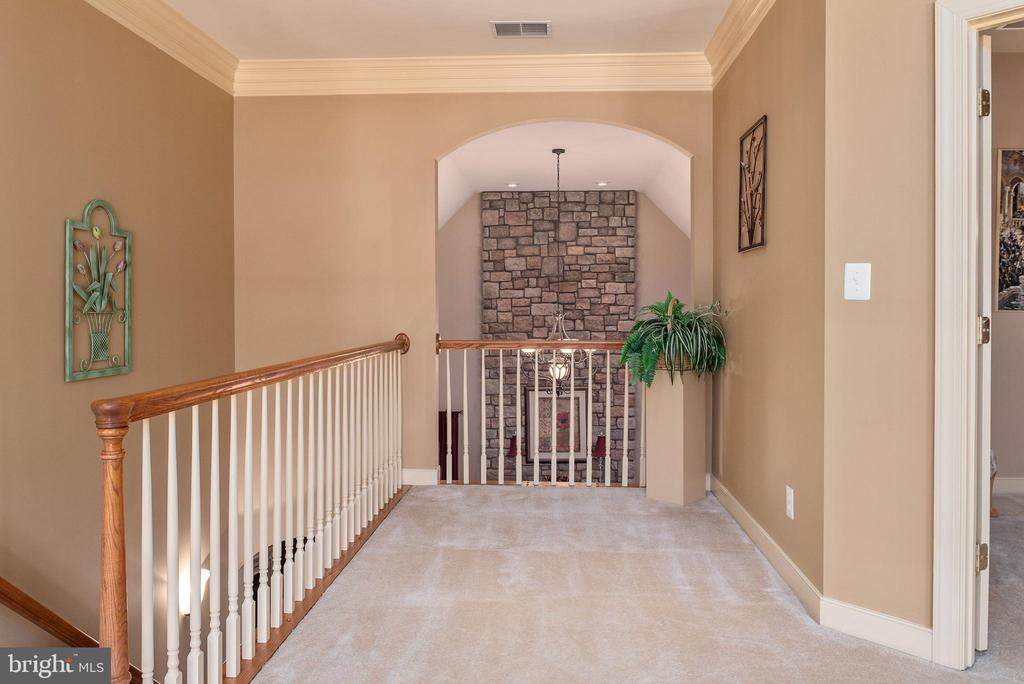 Spacious hall space upstairs - 3 GRISTMILL DR, STAFFORD