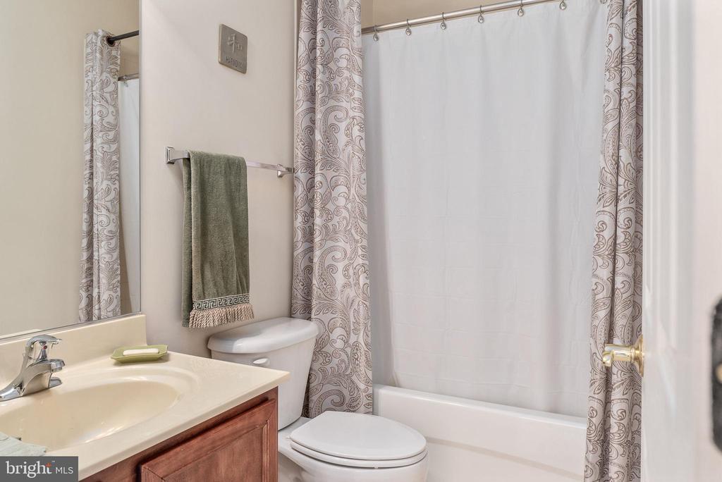 Full bathroom in basement - 3 GRISTMILL DR, STAFFORD