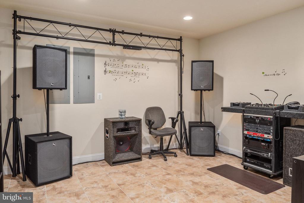 Make it your own or a music room like this owner. - 3 GRISTMILL DR, STAFFORD