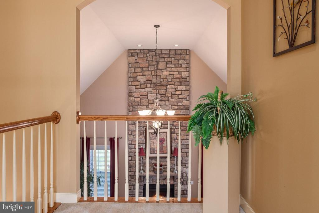 Romeo and Juliet balcony on the upper level. - 3 GRISTMILL DR, STAFFORD