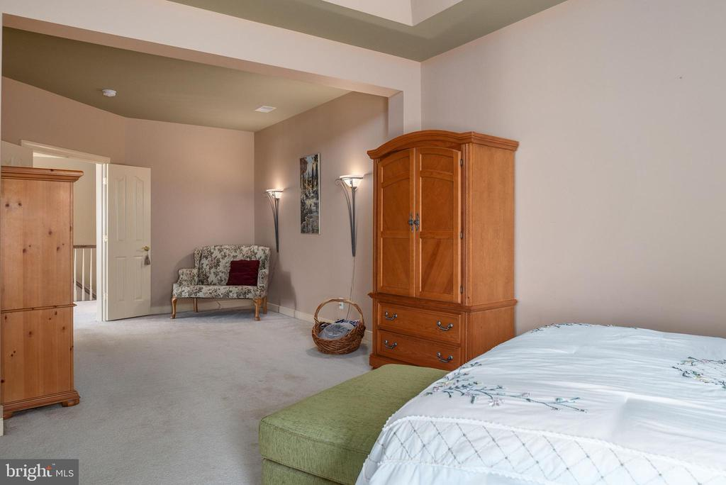 Master suite view to  sitting room - 3 GRISTMILL DR, STAFFORD