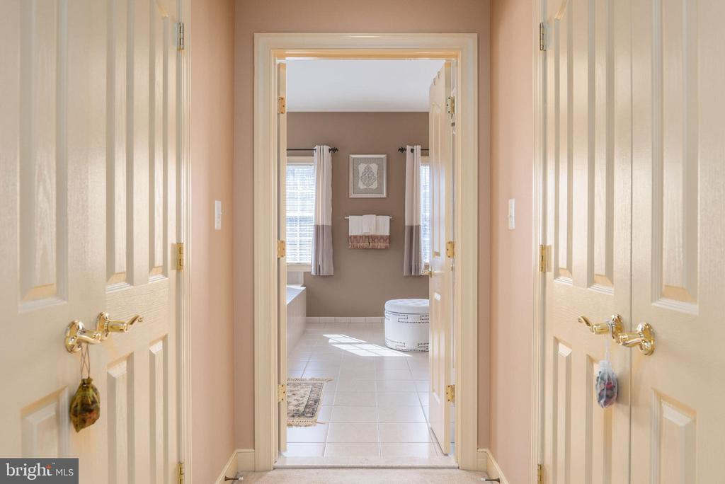 Master suite features his and her walk in closets. - 3 GRISTMILL DR, STAFFORD