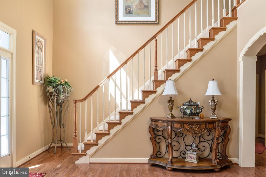 Grand foyer with first of two staircases in foyer. - 3 GRISTMILL DR, STAFFORD