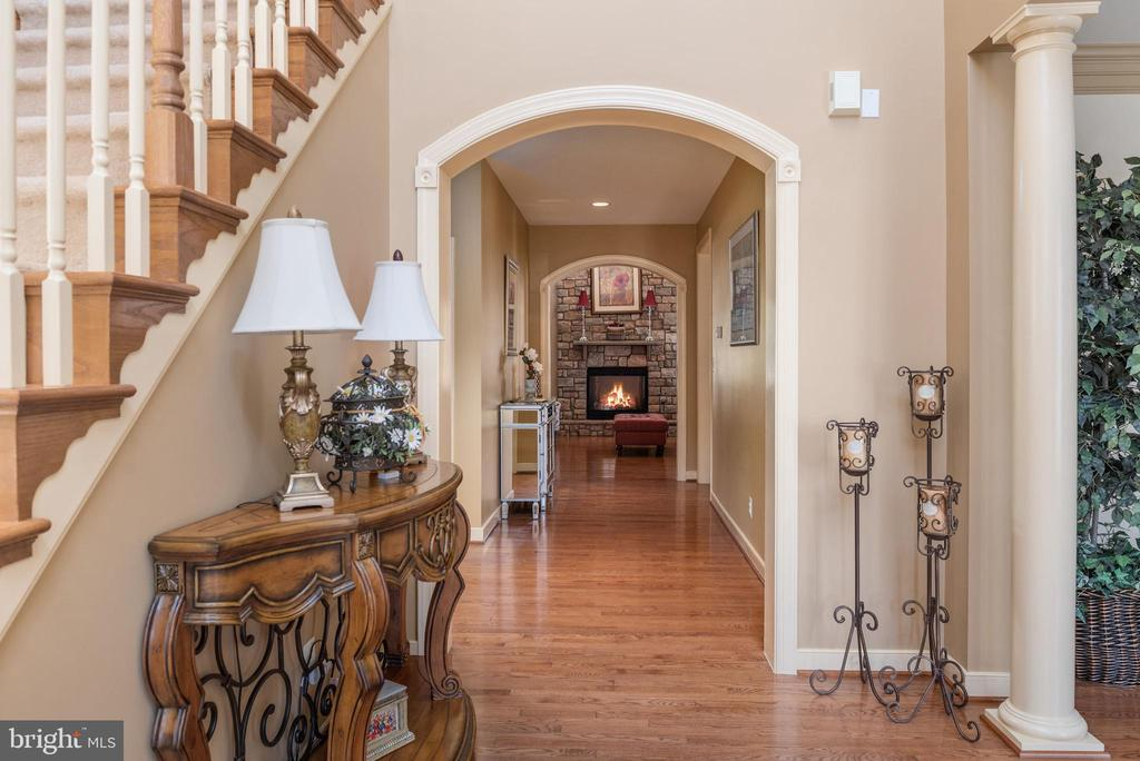 Impressive view as your enter the two story foyer. - 3 GRISTMILL DR, STAFFORD