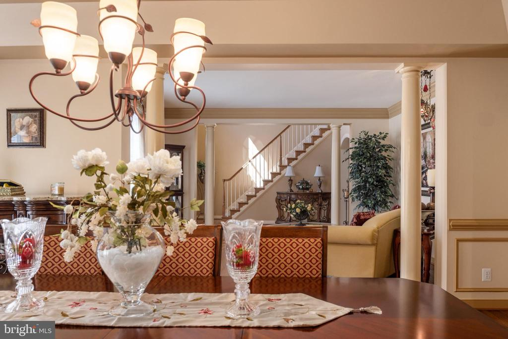 Dining room elegant and spacious - 3 GRISTMILL DR, STAFFORD