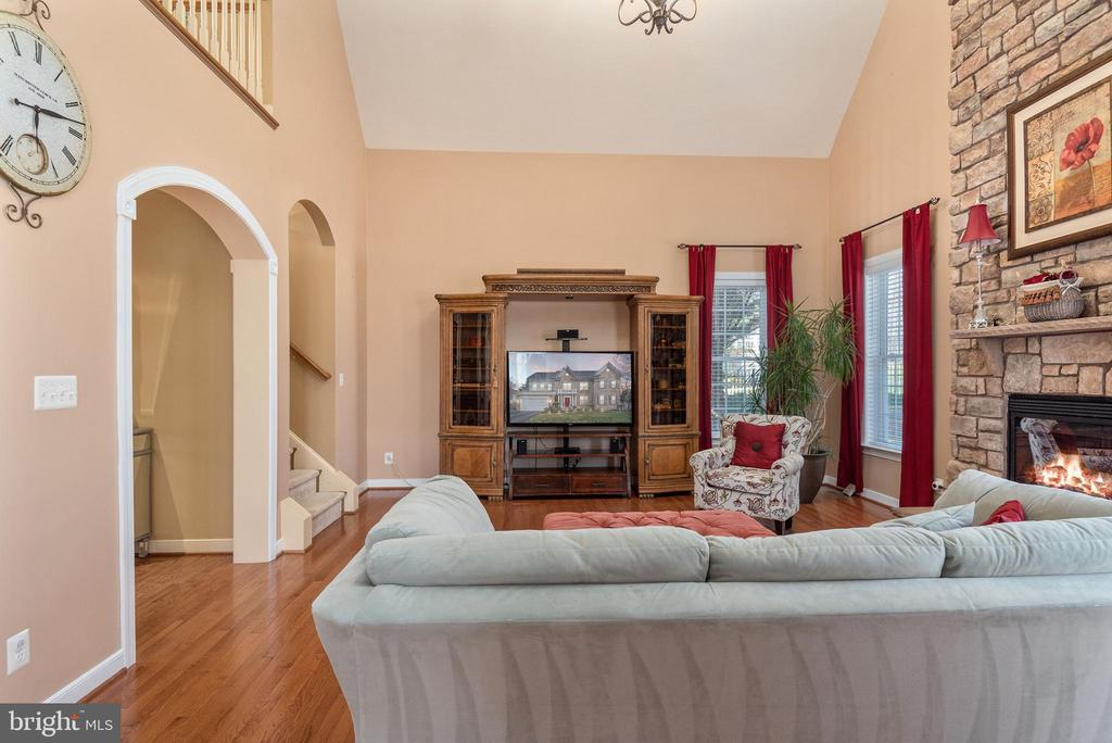 Natural lighting throughout this home. - 3 GRISTMILL DR, STAFFORD