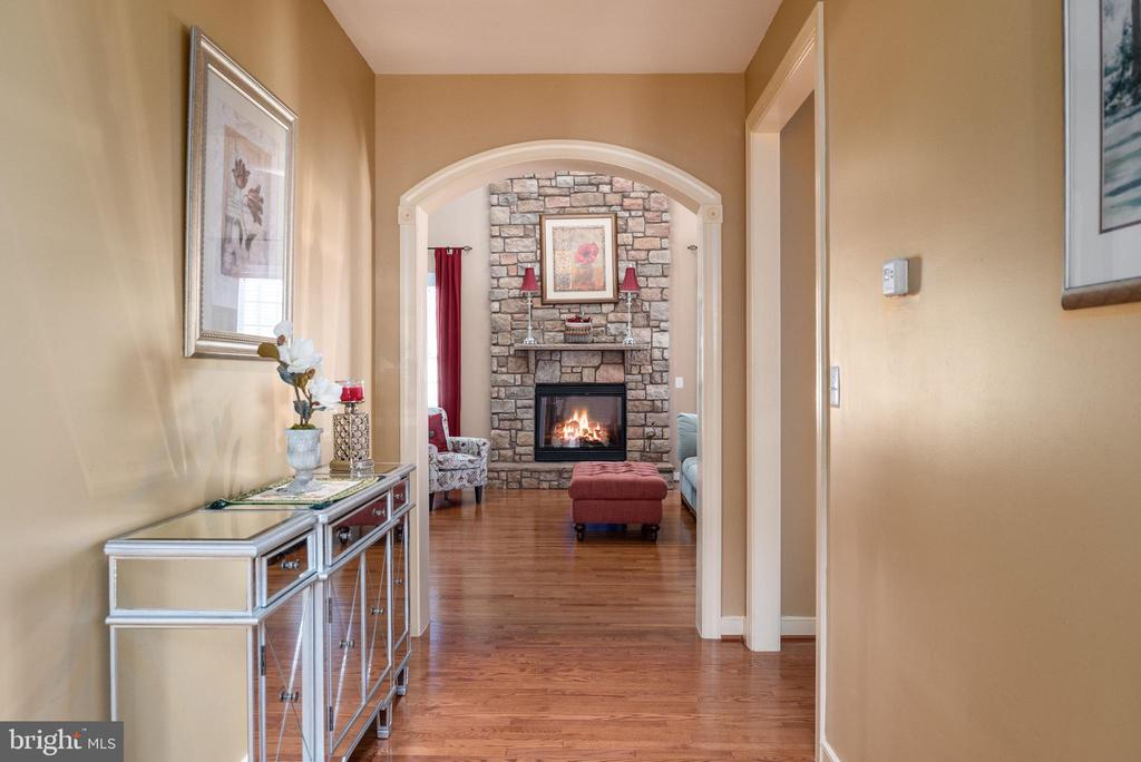 9 foot ceilings on all three levels. - 3 GRISTMILL DR, STAFFORD