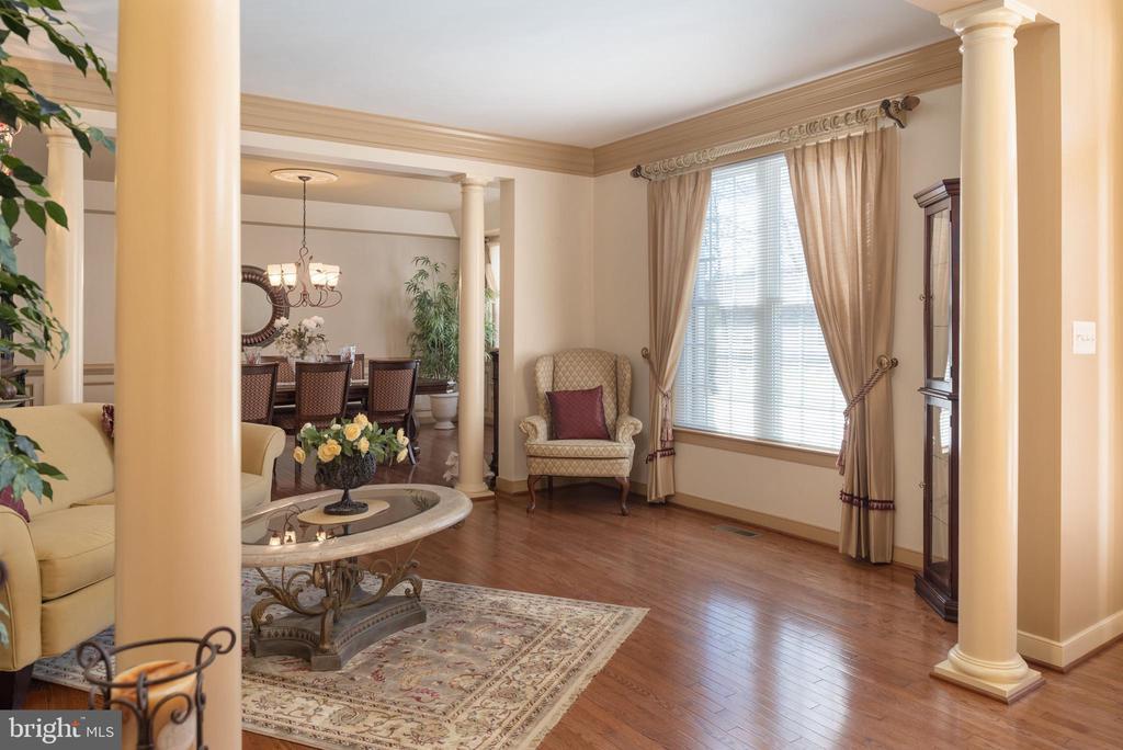 Front living room adjacent to formal dining room. - 3 GRISTMILL DR, STAFFORD