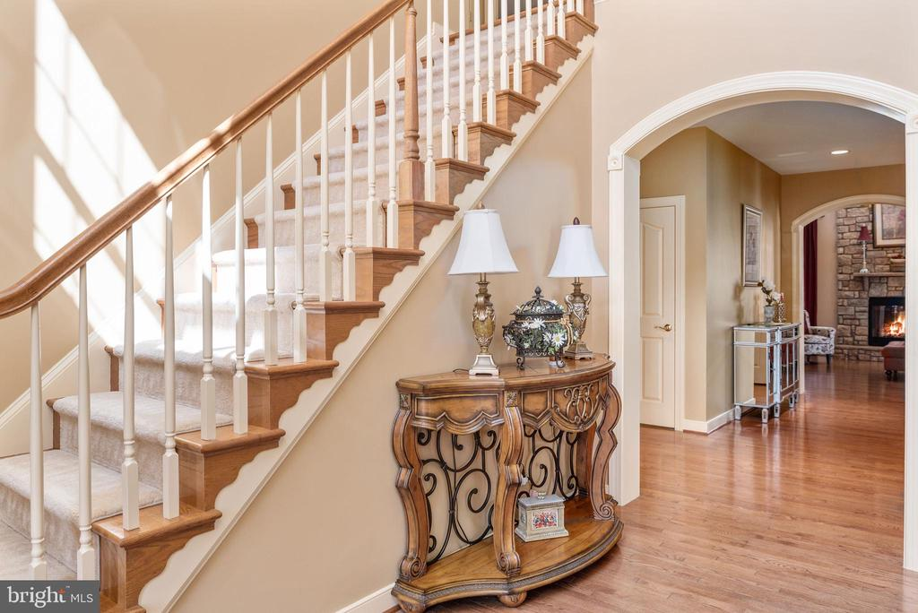 Hallway with arched doorways - 3 GRISTMILL DR, STAFFORD