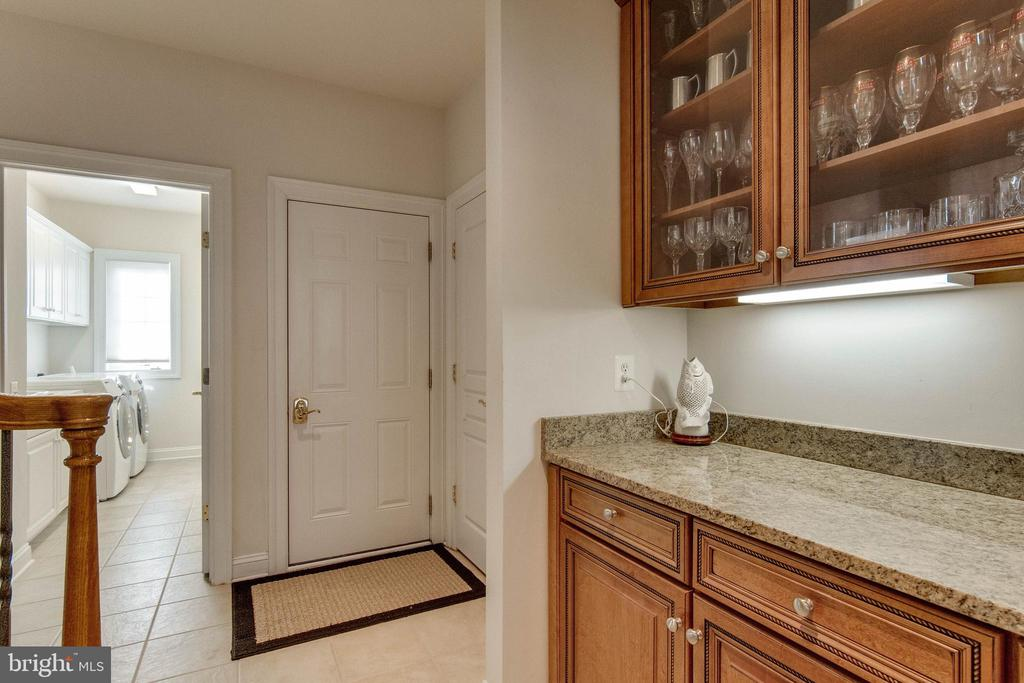 Butler's pantry and second staircase - 8938 RHODODENDRON CIRCLE CIR, LORTON