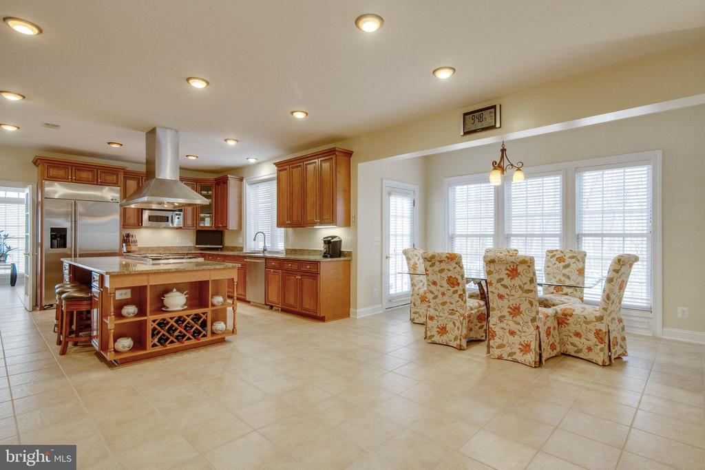 So much space... - 8938 RHODODENDRON CIRCLE CIR, LORTON