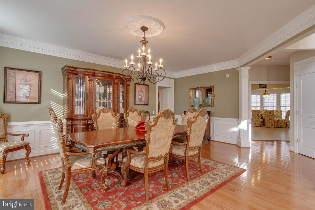 9 foot ceilings throughout - 8938 RHODODENDRON CIRCLE CIR, LORTON