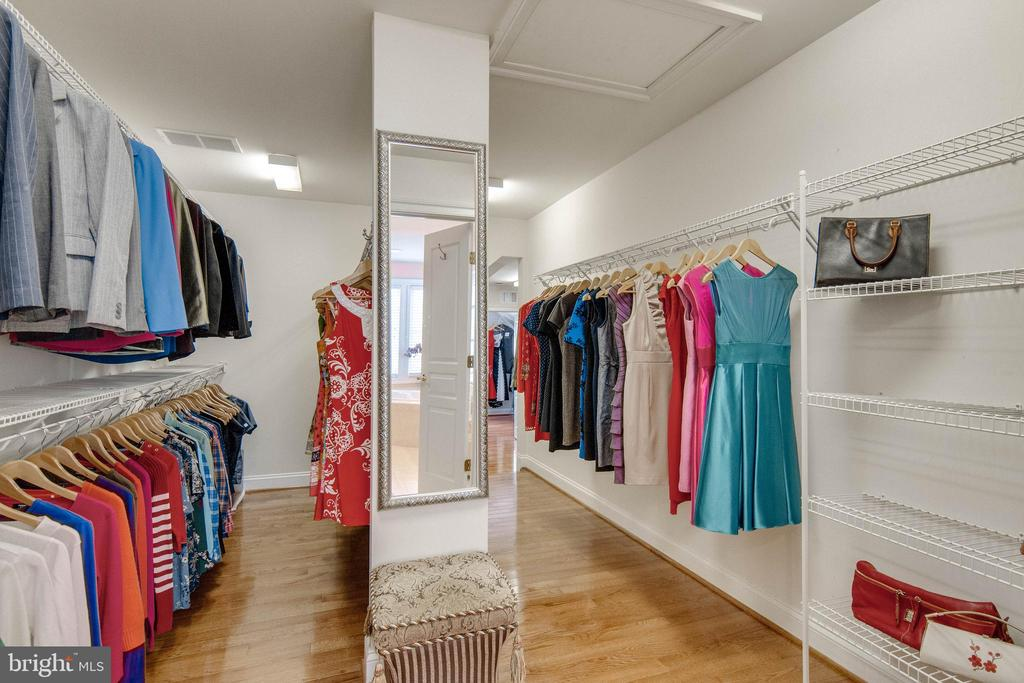 Master closet is over 300 square feet! - 8938 RHODODENDRON CIRCLE CIR, LORTON