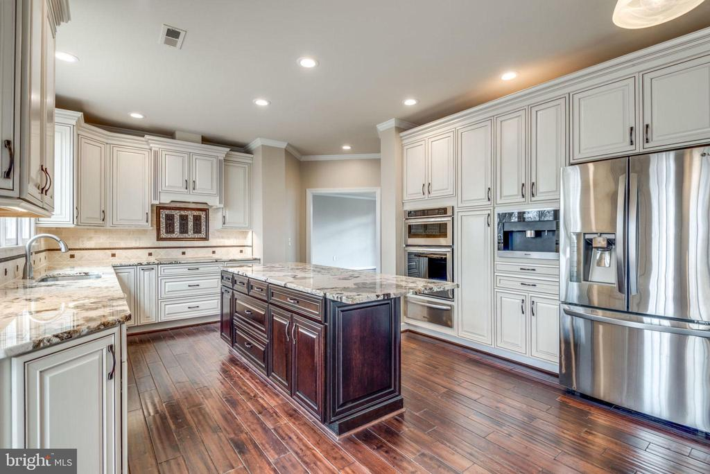 Newly renovated gourmet kitchen w/ ss appliances - 603 BEAUREGARD DR SE, LEESBURG