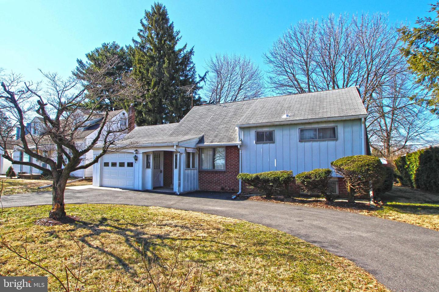 Photo of home for sale at 1717 Schoenersville Road, Bethlehem PA