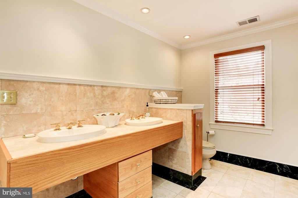 Marble and natural wood accents of master bath - 8201 SPRING HILL LN, MCLEAN