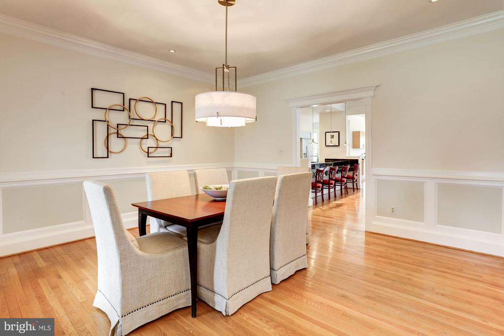 updated lighting and paint throughout the home - 8201 SPRING HILL LN, MCLEAN
