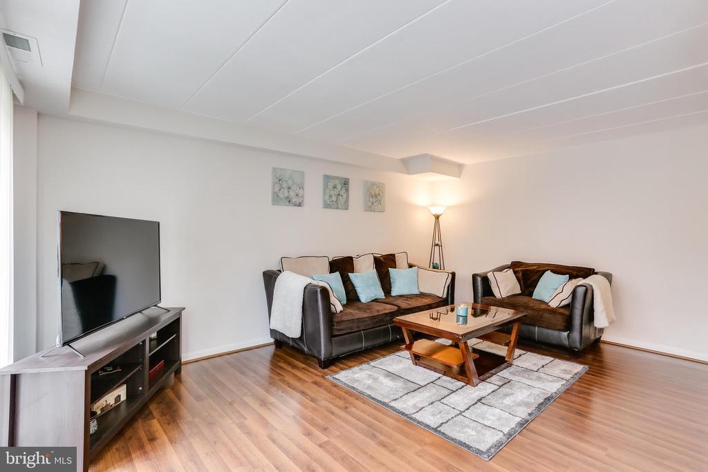 Living Room open floor plan with new floors - 10502 FAULKNER RIDGE CIR #117, COLUMBIA