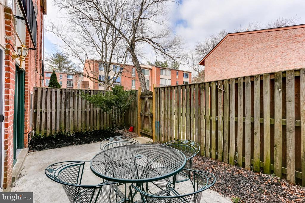 Large fenced in yard! - 10502 FAULKNER RIDGE CIR #117, COLUMBIA