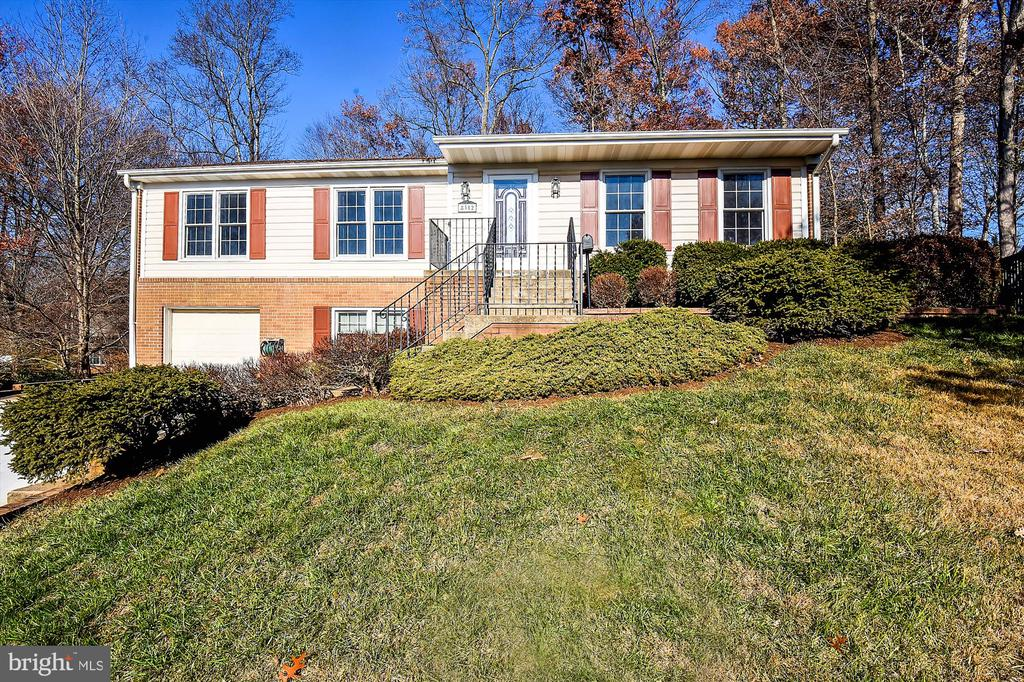Welcome to 8312 Chartwell Court, Chapel Square - 8312 CHARTWELL CT, ANNANDALE