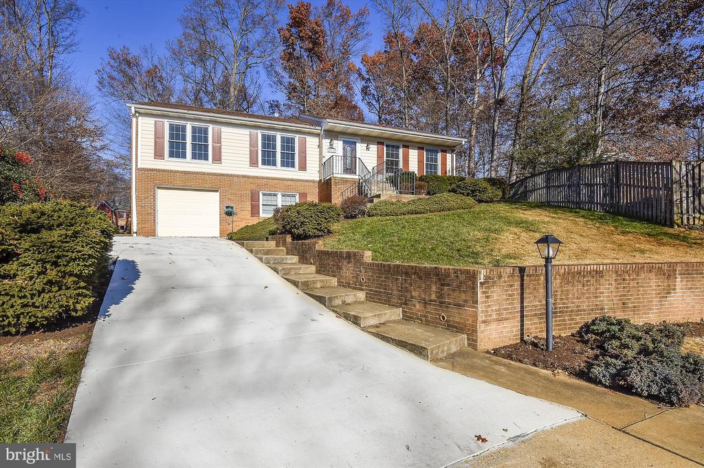 New Driveway, Expanded for Extra Cars! - 8312 CHARTWELL CT, ANNANDALE