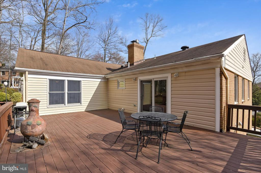 Deck - 8312 CHARTWELL CT, ANNANDALE
