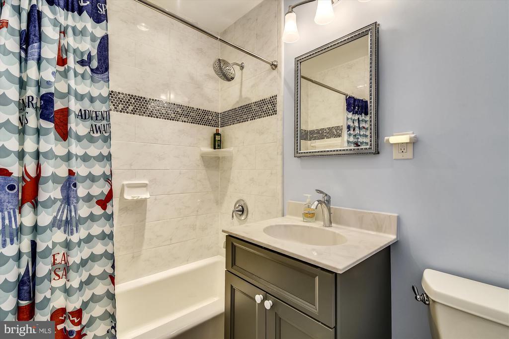 Bathroom 2 - 8312 CHARTWELL CT, ANNANDALE