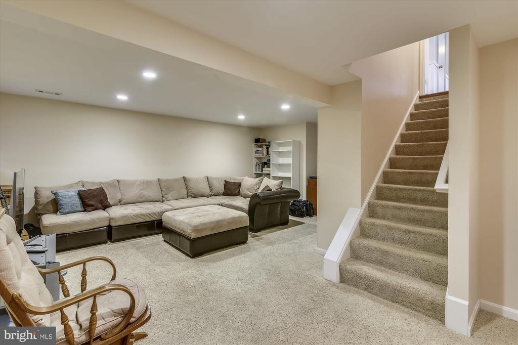 Lower Level Family Room has carpet, recessed lites - 8312 CHARTWELL CT, ANNANDALE