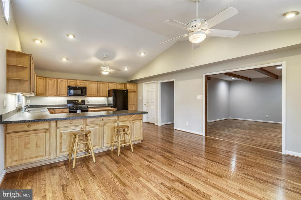 Gleaming hardwood floors, recessed lighting - 8312 CHARTWELL CT, ANNANDALE