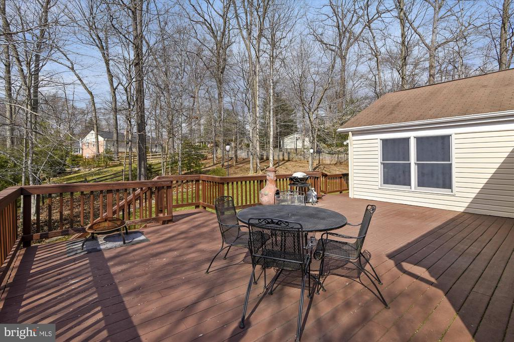 Large Deck for Entertaining - 8312 CHARTWELL CT, ANNANDALE