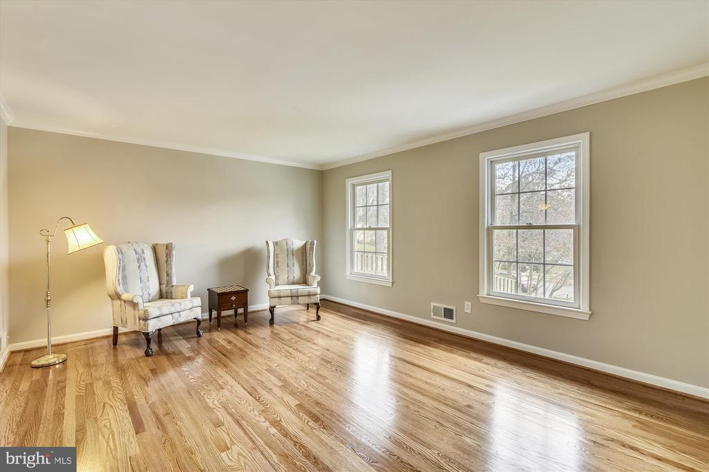 Formal living room with freshly finished hardwoods - 8312 CHARTWELL CT, ANNANDALE