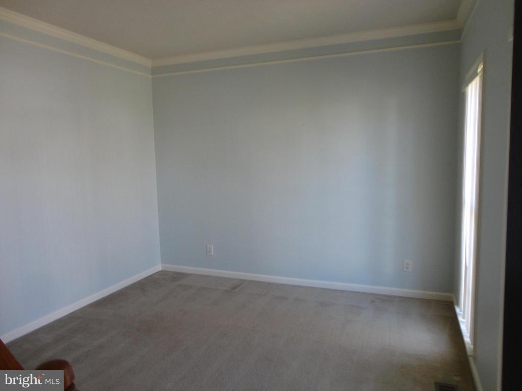 Living Room - 10415 NAPOLEON ST, FREDERICKSBURG