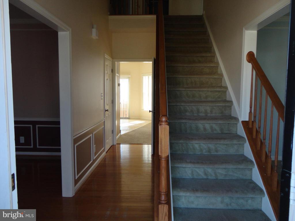 Stairs - 10415 NAPOLEON ST, FREDERICKSBURG