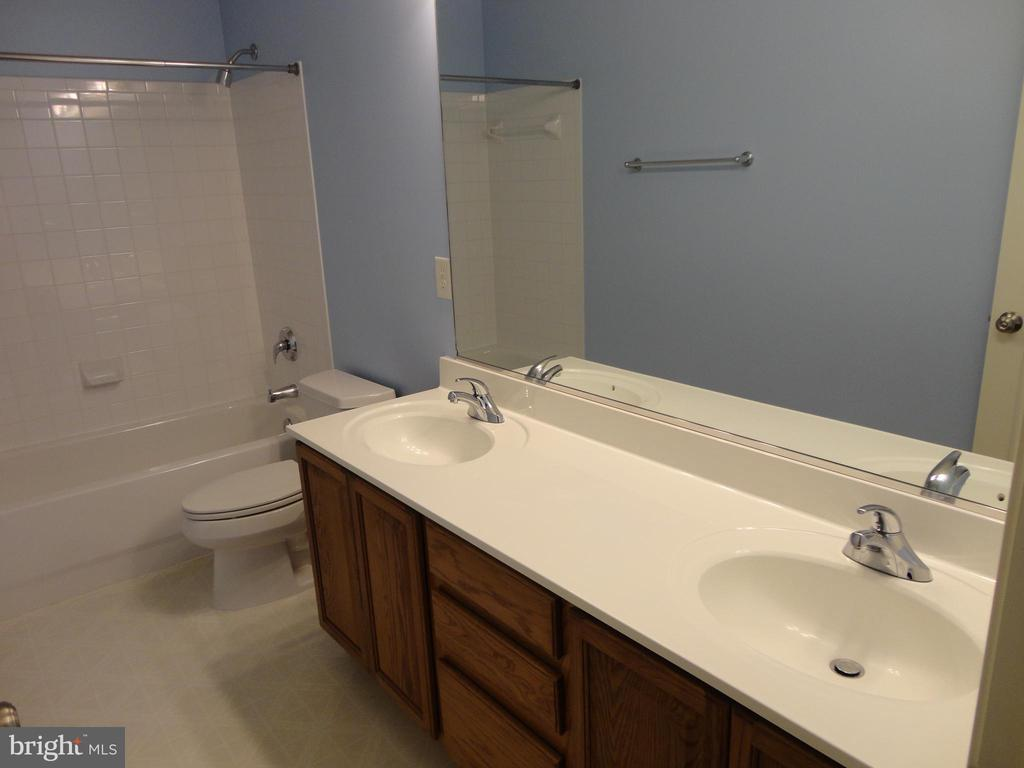 Bathroom - 10415 NAPOLEON ST, FREDERICKSBURG