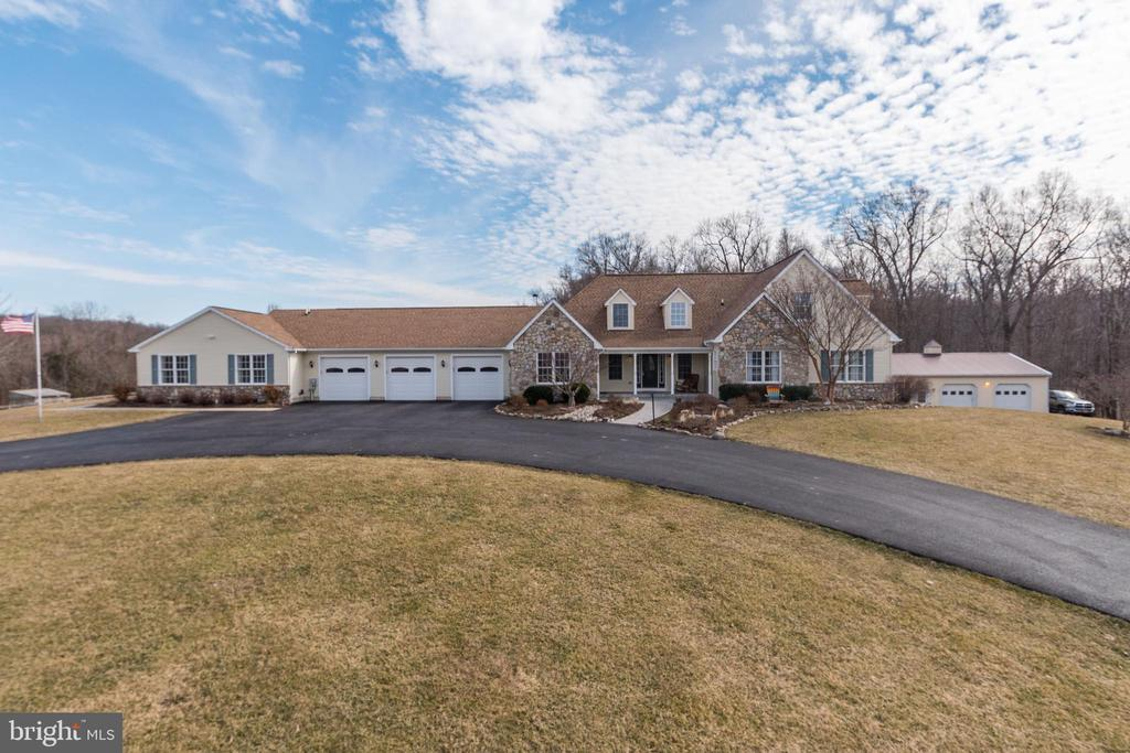 Main Home with Circular Driveway - 7960 TALBOT RUN RD, MOUNT AIRY