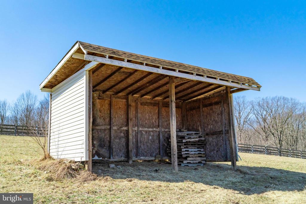 Two run-in sheds in the pastures - 7960 TALBOT RUN RD, MOUNT AIRY