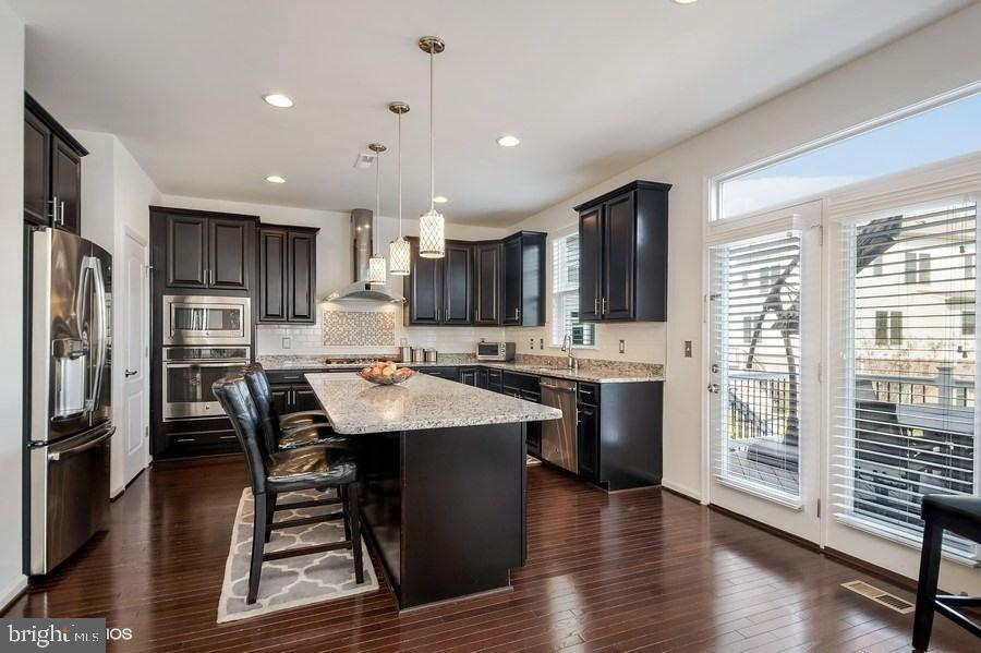 GOURMET COUNTRY KITCHEN - 42518 STRATFORD LANDING DR, BRAMBLETON