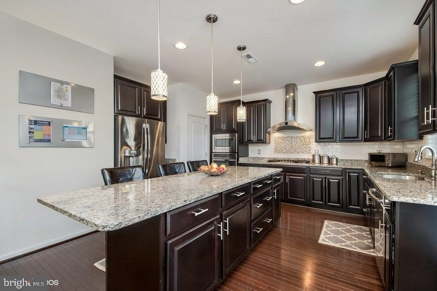 GOURMET COUNTRY KITCHEN WITH HARDWOOD FLOOR - 42518 STRATFORD LANDING DR, BRAMBLETON