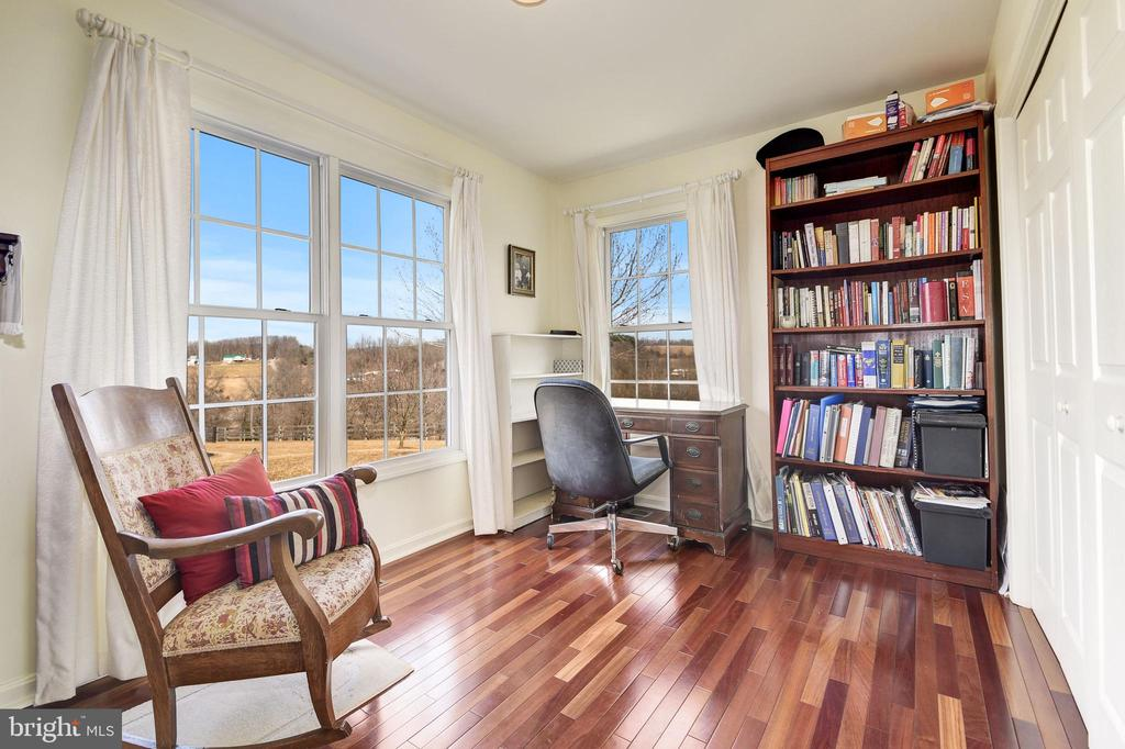 Guest home office - 7960 TALBOT RUN RD, MOUNT AIRY